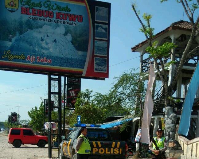 Bleduk Kuwu Di Grobogan Ramai Dikunjungi Wisatawan Tribrata News Jawa Tengah